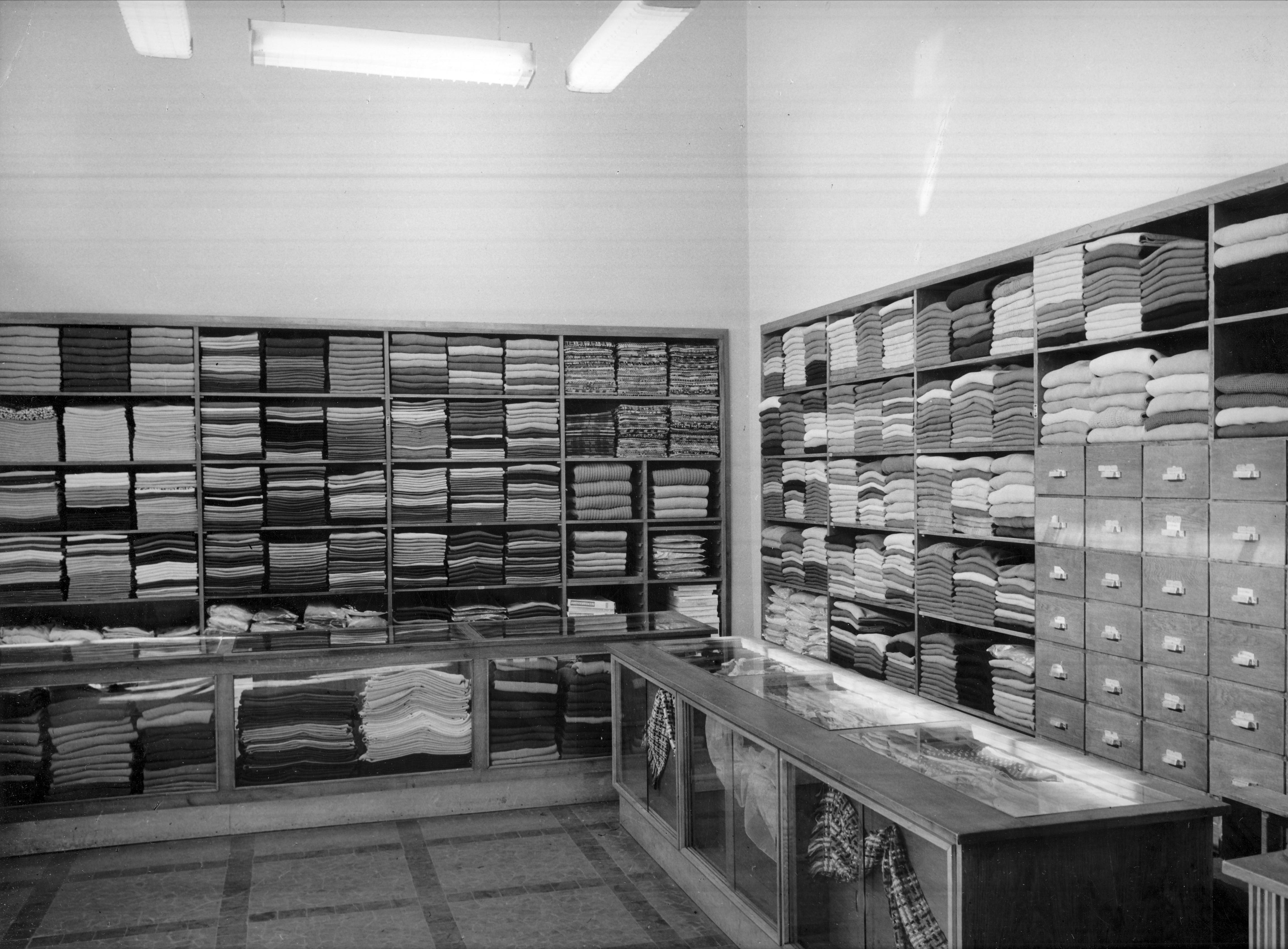 d3047b53b2 Magyar Nemzeti Digitális Archívum • Aranypók - Kötöttáru Szaküzlet