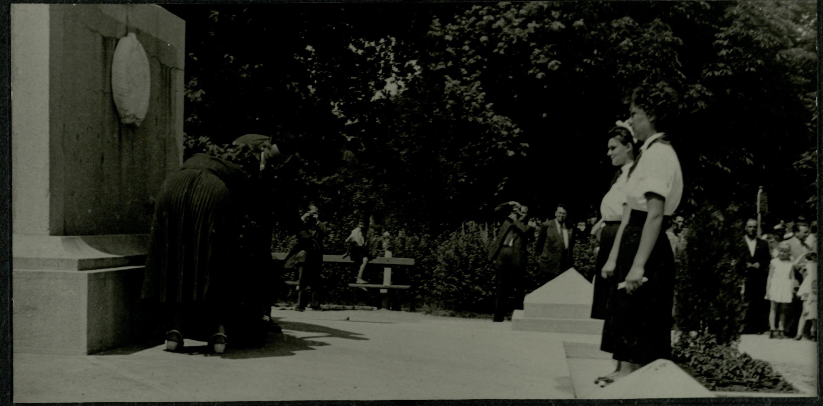 A tiszaparti szovjet emlékmű megkoszorúzása 1958.06.01.