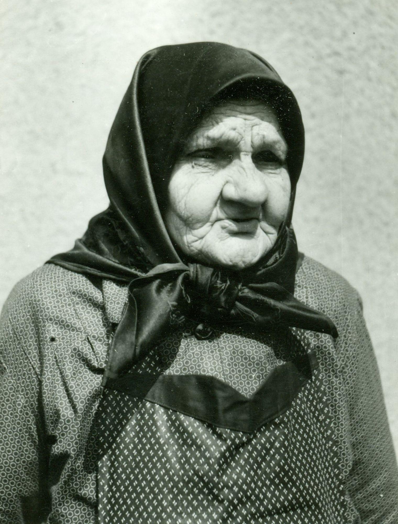 idős asszony keresés)