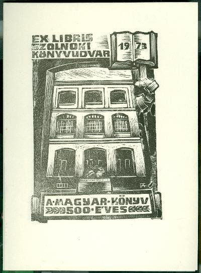 Szolnoki Könyvudvar 1973. 500 éves a magyar könyv. Damjanich János Múzeum épülete, Tisza c. szobor, nyitott könyv Fery Antal szignált (FA)
