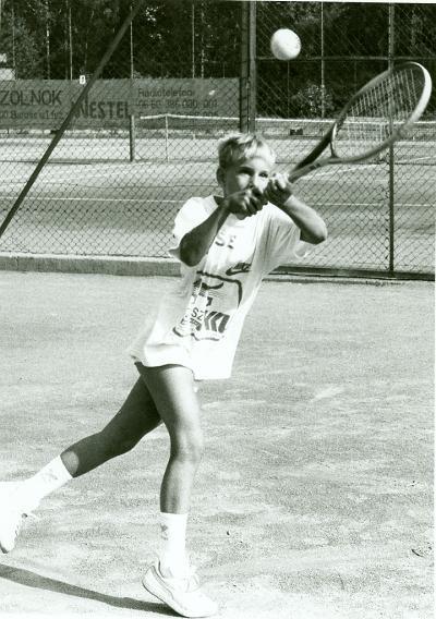 Teniszező fiú