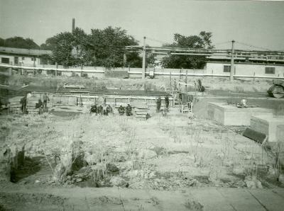 Az 1979-1985 között épült Szolnoki Papírgyár. V. gépcsarnok cölöpözése.
