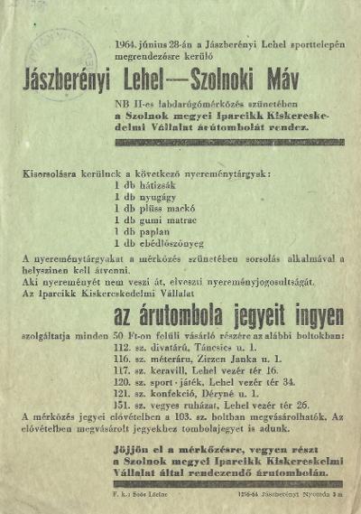 Árutombola a Jászberényi Lehel - Szolnoki MÁV NB II-es labdarúgómérkőzés szünetében a Szolnok megyei Iparcikk Kiskereskedelmi Vállalat rendezésében