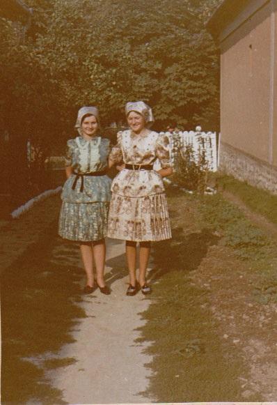 86f35219a1 ... Knézy Judit: Menyecskeviselet az 1950-es években, Gölle - Rippl-Rónai  Megyei